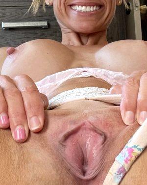 Lips That Grip😈 44 Female
