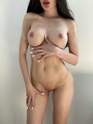 Posting My Nudes Makes Me So Horny