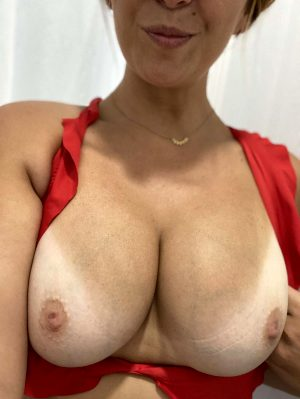 Titty Tuesday 😘