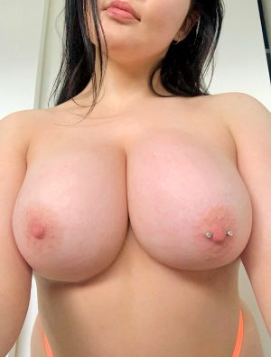 Want To Squeeze Them?? 😘